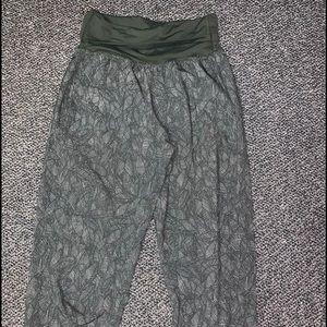 Lululemon cropped joggers size 4